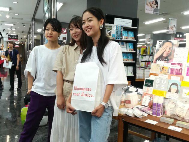 プロジェクト「illuminate(イルミネート)」を開始したメンバー。左からMinaさん、Aineさん、ハヤカワ五味さん