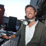 Πέθανε ο DJ των Cassius πέφτοντας κατά λάθος από το