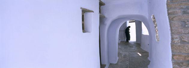 Τήνος: Στο «νησί του Αιόλου και της Παναγίας» που συνδυάζει τέχνη και «άγρια»