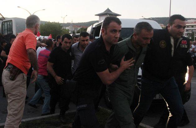 Τουρκία: 141 φορές ισόβια σε 17 πρώην στρατιωτικούς για το πραξικόπημα του