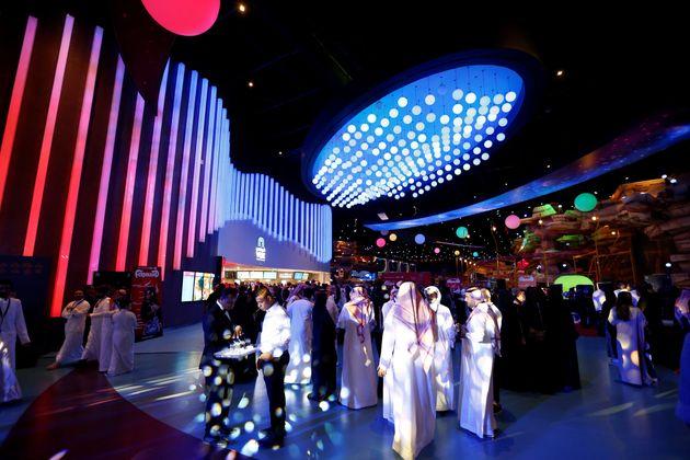 Des Saoudiens au Riyadh Park mall pendant l'ouverture d'un cinéma à Riyadh, en Arabie saoudite,...