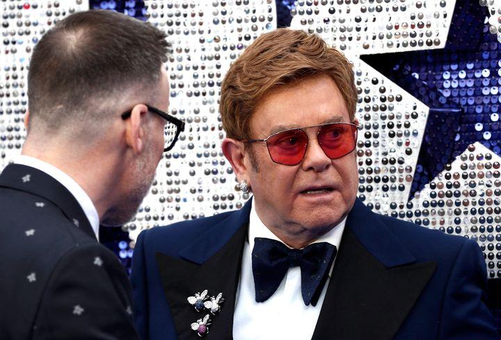 """Elton John et son mari à la première du film """"Rocket Man"""" à Londres le 20 mai."""