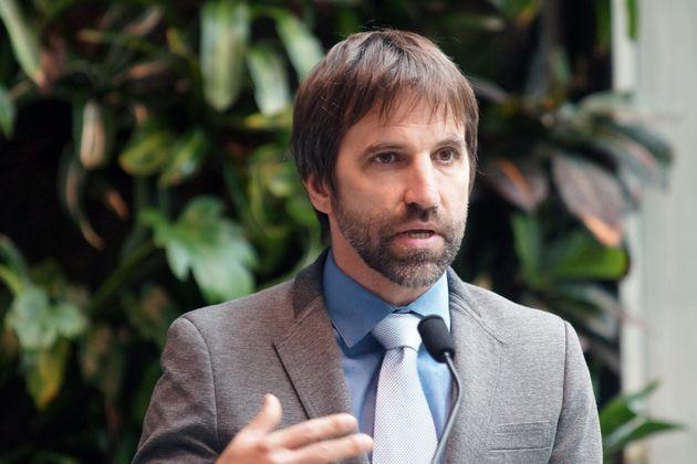 Le fondateur d'Équiterre, Steven Guilbeault, lors d'une conférence de presse en