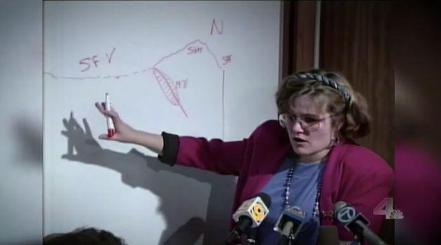 Lucy Jones face aux caméras au lendemain du tremblement de terre de Northridge en