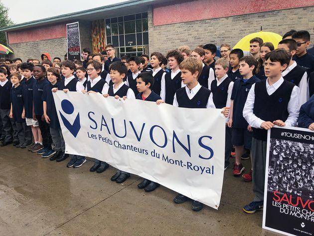 Les Petits Chanteurs du Mont-Royal chantent pour sauver leur
