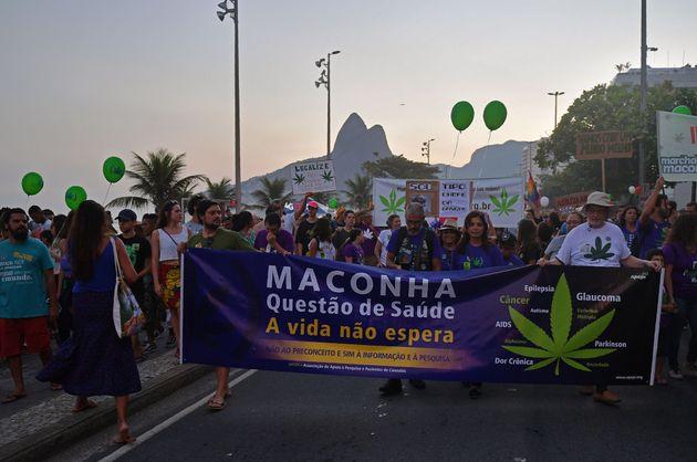 Pacientes participam da Marcha Mundial da Maconha, no Rio de Janeiro, em