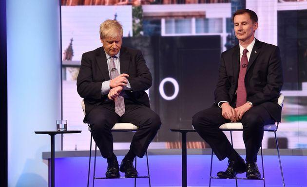 Boris Johnson et Jeremy Hunt lors d'un débat télévisé le 18