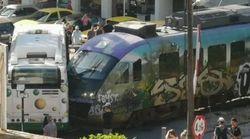 Σύγκρουση συρμού του προαστιακού με λεωφορείο στη