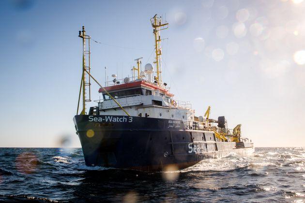 Sea Watch vaga da 9 giorni per il Mediterraneo. Salvini scrive a Conte: