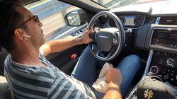 Foto e riflessione 'romantica' sul viaggio. Ma Buffon va a 155 km/h senza cintura. E si vedono pure le