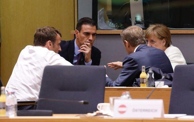Sánchez, Macron y Merkel hablan con Tusk, en una reunión previa a la cena de anoche en