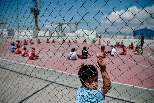 Un tournoi de football organisé dans un camp de réfugiés dans la banlieue d'Athènes,...
