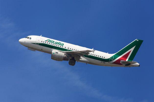 Alitalia e altre compagnie aeree cambiano rotta per le tensioni in