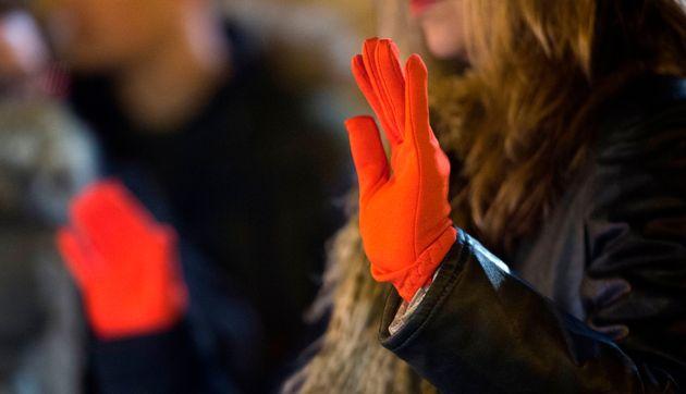 Depuis de longs mois, le gant rouge est devenu en Espagne le symbole des femmes qui réclament...