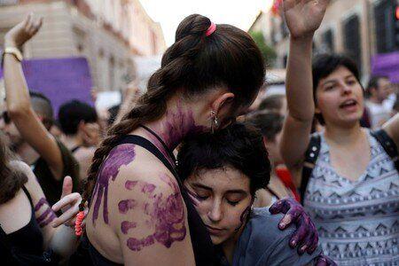 Ισπανία: Το Ανώτατο Δικαστήριο έκρινε ένοχη την «αγέλη των λύκων» για τον ομαδικό βιασμό