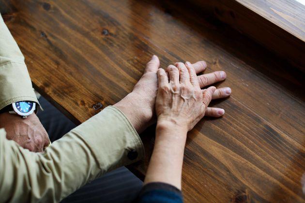 Anziano uccide la moglie e poi si suicida: