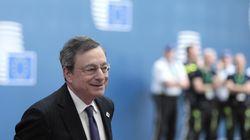 Standing ovation per Draghi all'Eurosummit: da Macron a Conte, tutti applaudono il presidente della