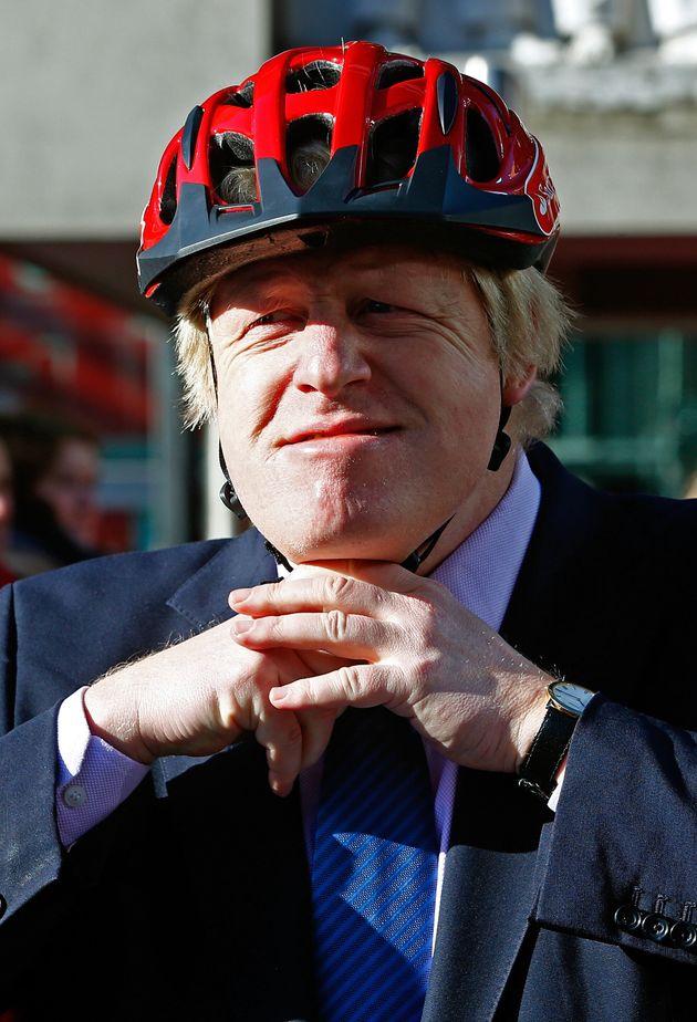 Boris Johnson, en febrero de 2015, presentando una carrera ciclista en Londres. Las bicicletas son su