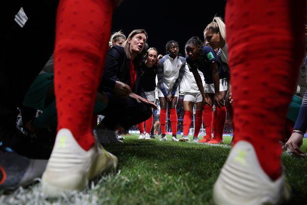 Diacre orienta seleção francesa durante a Copa feminina da