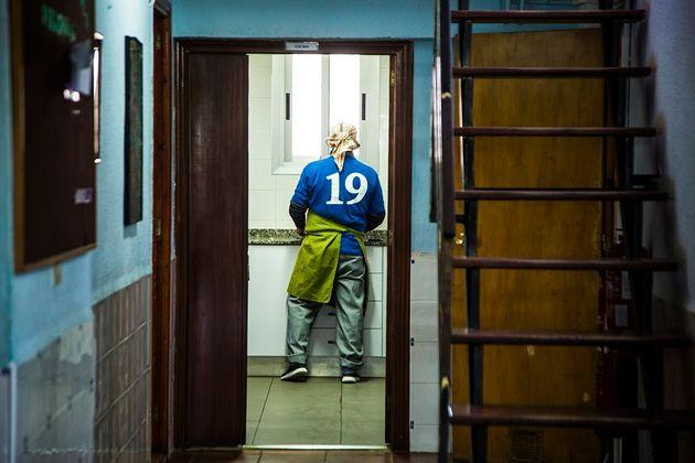 Reportaje sobre la organización Proyecto Hombre que ayuda a las personas con adicciones a diferentes...