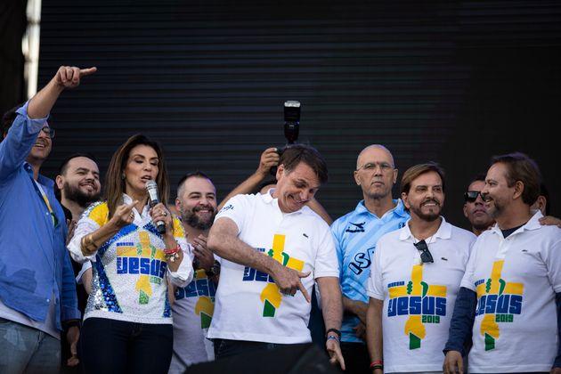 Bolsonaro se aproxima do chavismo ao sugerir armar população contra