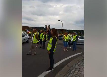 Des gilets jaunes bloquant la circulation sur le rond-point de Saint-Avold où s'est déroulé...