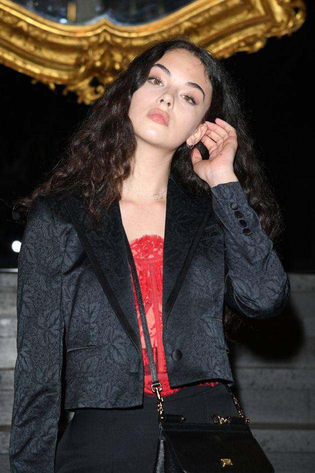 Deva Cassel, la figlia di Vincent e Monica Bellucci alla sfilata di Dolce &