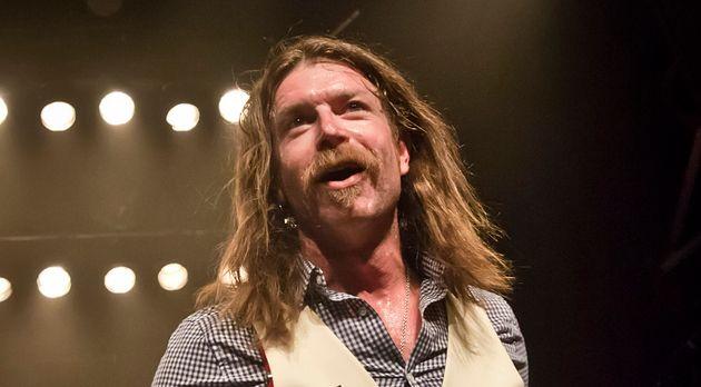 Jesse Hughes (ici lors d'un concert mi-juin à Berlin) a eu des mots pour les victimes du Bataclan,...