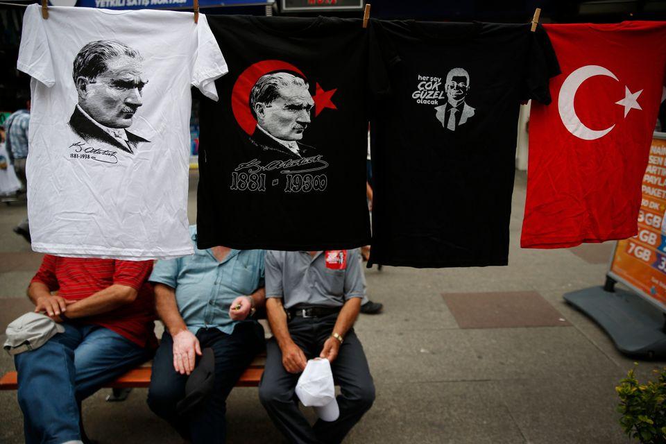 T-shirts προς πώληση στην Κωνσταντινούπουλη...