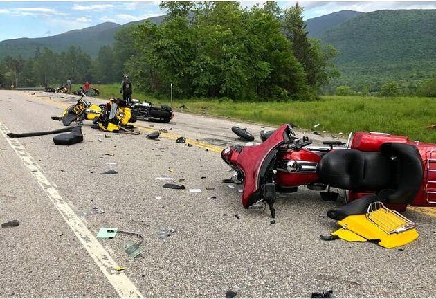 Εφτά νεκροί μοτοσικλετιστές σε σύγκρουση με αγροτικό φορτηγό στο Νιού