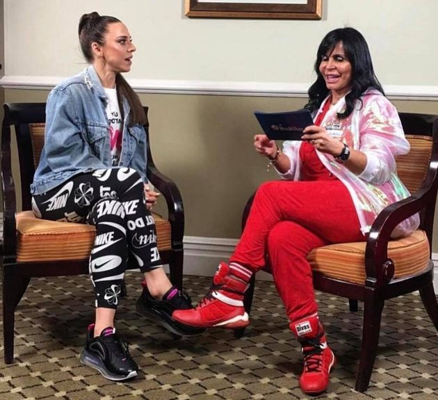 Mel C e Gretchen conversaram sobre viagem e dançaram a Conga