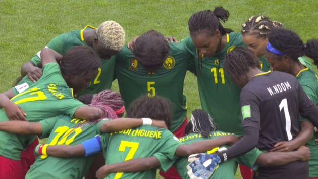 À la mi-temps, les Camerounaises ont longuement protesté contre plusieurs décisions