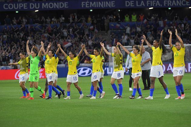 Seleção brasileira deu trabalho para as anfitriãs francesas em jogo neste domingo