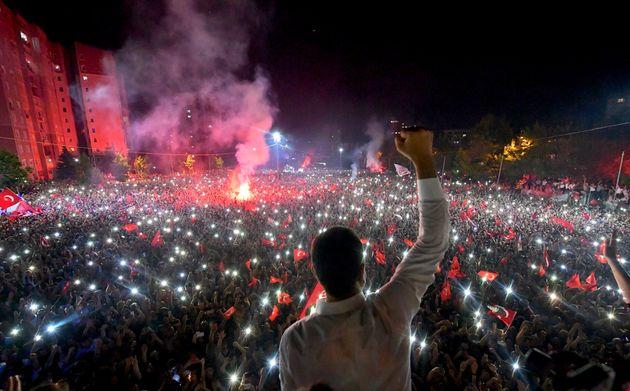 «Η Τουρκική Δημοκρατία ζει», «Πλήγμα για Ερντογάν» - Τα διεθνή ΜΜΕ για τη νίκη