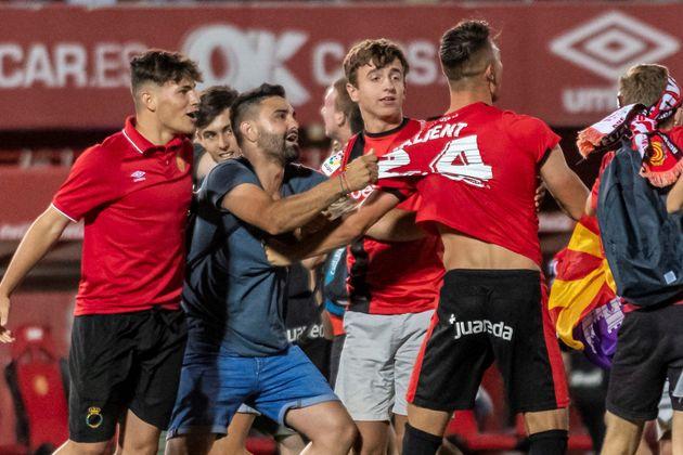 El Mallorca sube a Primera en una noche mágica en Son Moix
