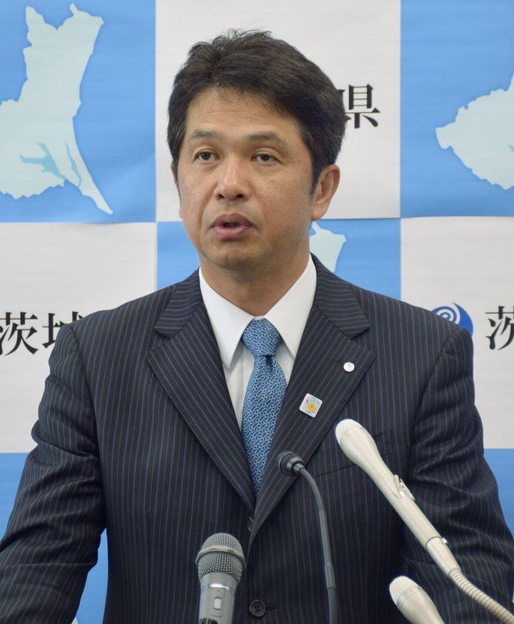 パートナーシップ制度の実施を発表する、茨城県の大井川和彦知事