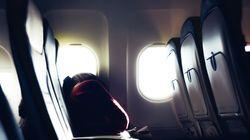 Dimenticata sull'aereo, passeggera si sveglia sola, al freddo e al