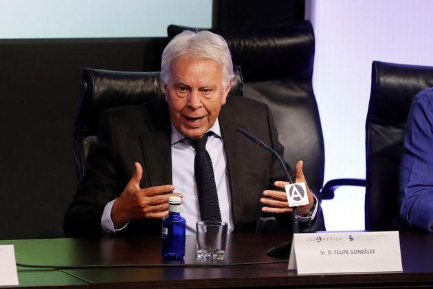 Felipe González manda al PP y a Cs