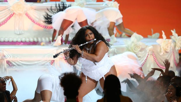 Lizzo performs onstage during the 2019 BET awards at Microsoft Theater in Los Angeles, California on June 23, 2019. (Photo by Jean-Baptiste LACROIX / AFP)        (Photo credit should read JEAN-BAPTISTE LACROIX/AFP/Getty Images)