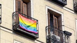 Estos son los carteles que Almeida no quiere que veas en el Orgullo
