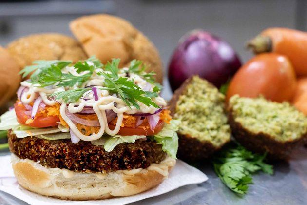 Delicioso hambúguer vegano ao alcance de seu
