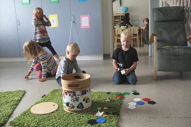 フィンランドの『がんばらない子育て』 合言葉は「人はみなそれぞれ違う」