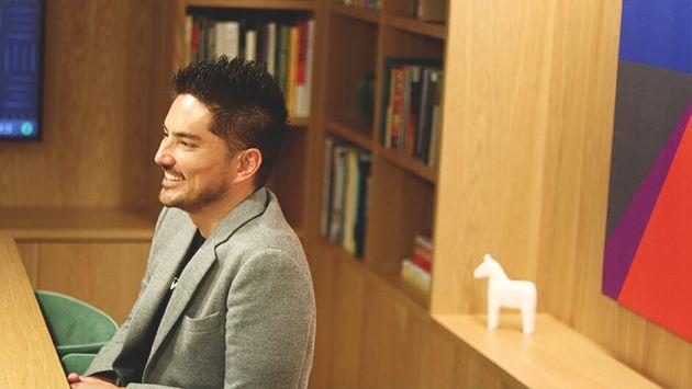西日本ゼネラルマネージャーとして、西日本地域の事業を統括するテューダーさん。建築家、データサイエンティストといったプロフェッショナルをはじめ、HR、コミュニティマネージャーといったチームをモチベートしていく。