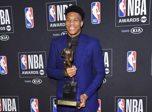 Ο Γιάννης Αντετοκούνμπο MVP του NBA - Το «ευχαριστώ» σε Έλληνες, Νιγηριανούς και στον πατέρα