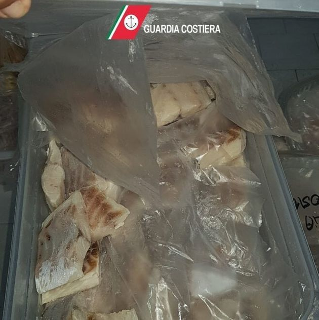 Pesce congelato male e carne scaduta da un mese nei ristoranti dei vip, maxi multe a