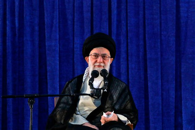 El líder supremo iraní, el ayatolá Ali Jamenei, en un homenaje al ayatolá...