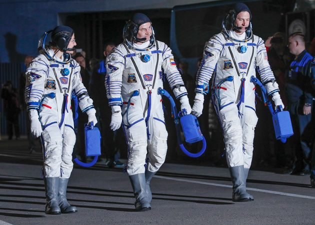 Οι τρεις αστροναύτες του Διεθνούς Διαστημικού Σταθμού επέστρεψαν επιτυχώς στη