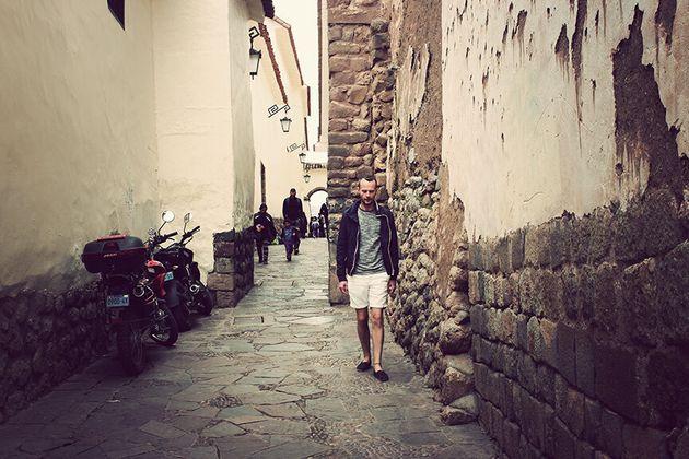 Nelson dans les rues de Cuzco au
