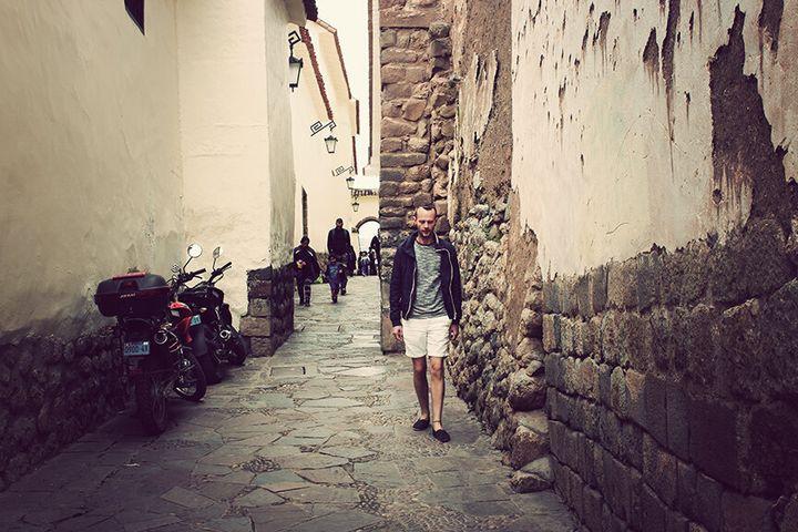 Nelson dans les rues de Cuzco au Pérou.