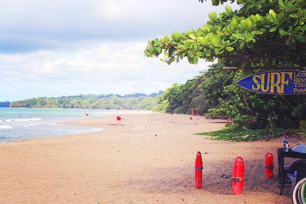Plage de Cocles, très prisée pour le surf, tout prêt de Puerto